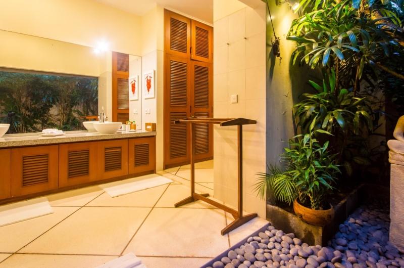 Semi Open Bathroom - Villa Intan - Seminyak, Bali
