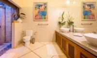 Spacious Bathroom with Mirror - Villa Intan - Seminyak, Bali