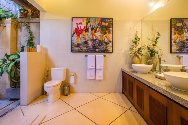Spacious His and Hers Bathroom - Villa Intan - Seminyak, Bali