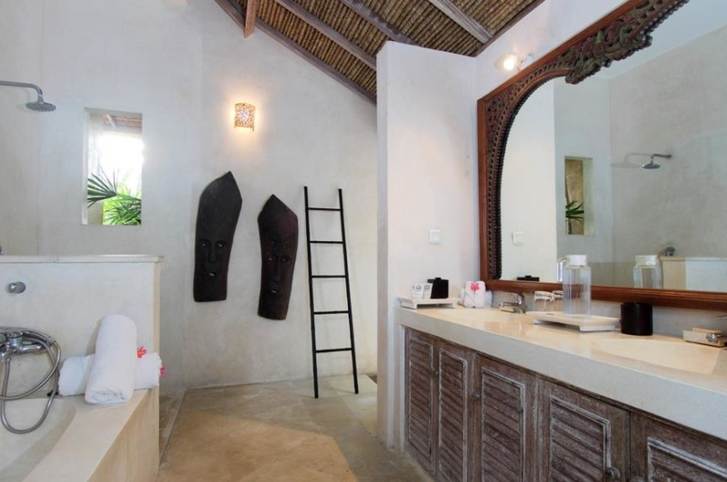His and Hers Bathroom with Mirror - Villa Inti - Canggu, Bali