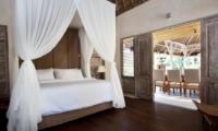 Bedroom with Wooden Floor - Villa Inti - Canggu, Bali