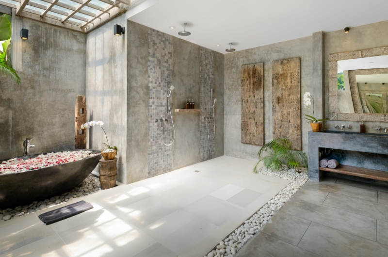 Bathroom with Bathtub - Villa Ipanema - Canggu, Bali