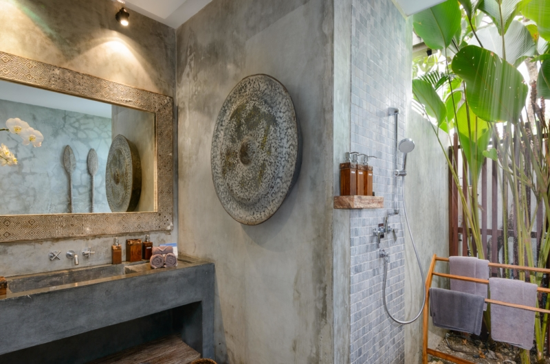 Bathroom with Mirror - Villa Ipanema - Canggu, Bali