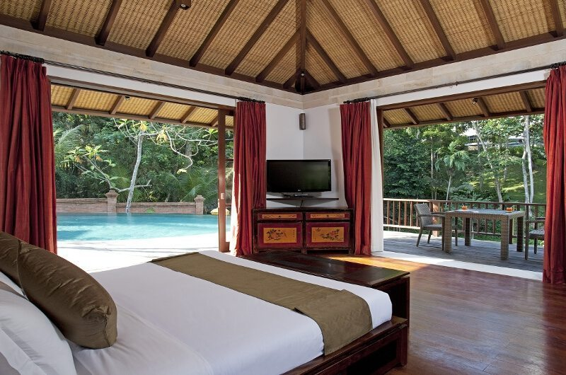 Bedroom with Pool View - Villa Iskandar - Seseh, Bali