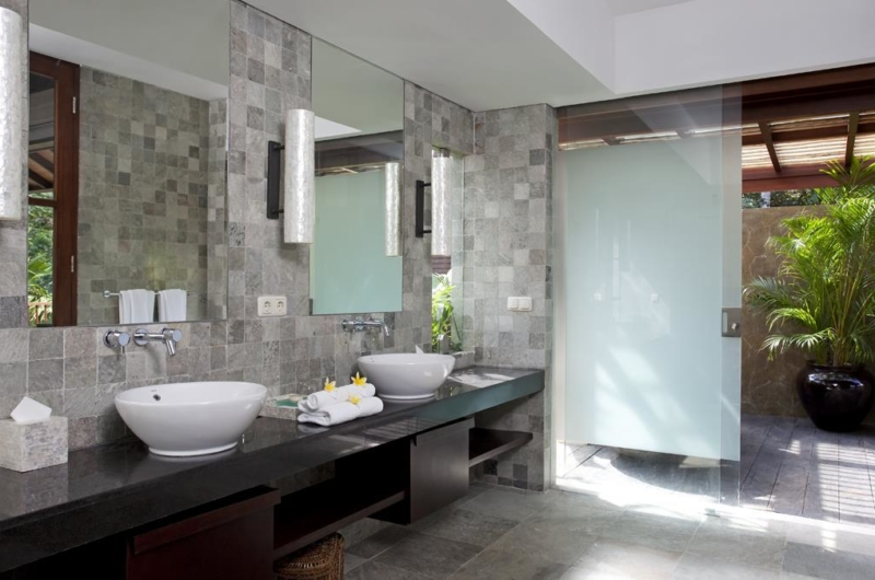 His and Hers Bathroom - Villa Iskandar - Seseh, Bali