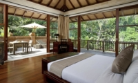 Bedroom and Balcony - Villa Iskandar - Seseh, Bali