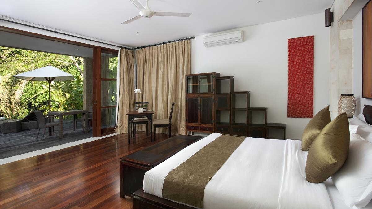 Bedroom with Seating Area - Villa Iskandar - Seseh, Bali