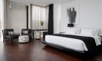 Bedroom with Wooden Floor - Villa Issi - Seminyak, Bali