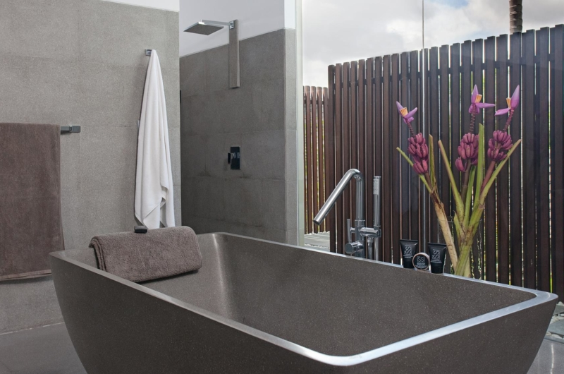 Semi Open Bathroom with Bathtub - Villa Issi - Seminyak, Bali