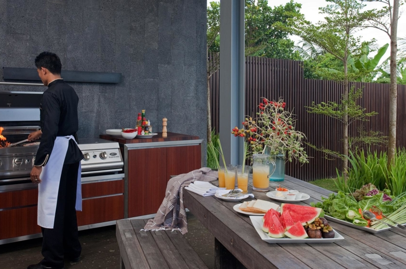 Open Plan Dining Area with Barbeque - Villa Issi - Seminyak, Bali