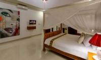 Bedroom with Four Poster Bed - Villa Istana Dua - Seminyak, Bali