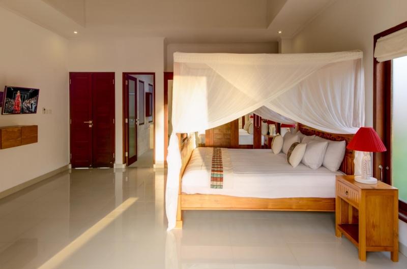 Four Poster Bed - Villa Istana Dua - Seminyak, Bali