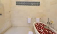 Bathtub with Petals - Villa Istana Dua - Seminyak, Bali