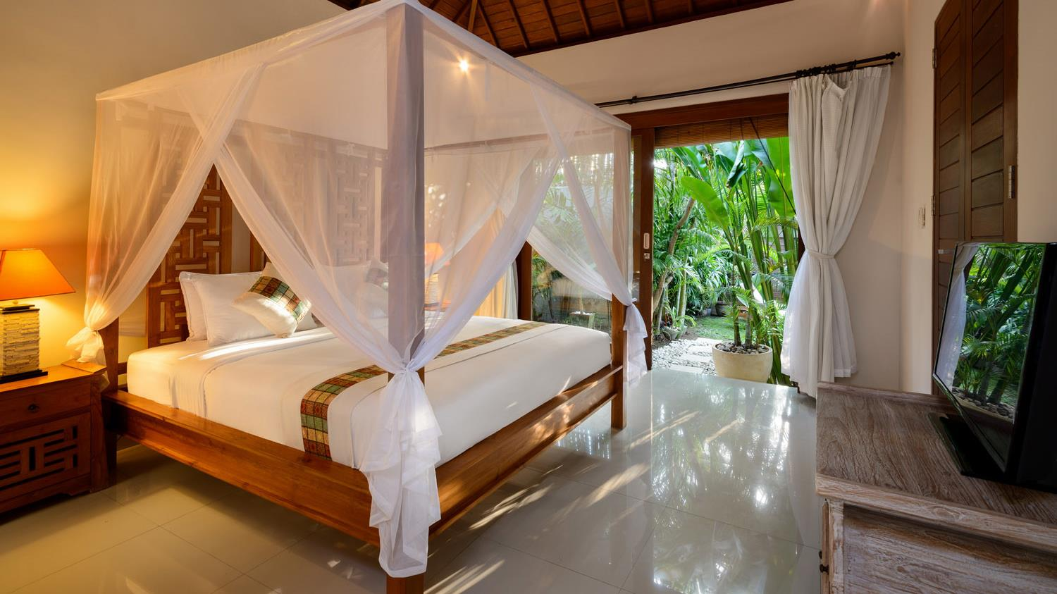 Four Poster Bed with View - Villa Istana Satu - Seminyak, Bali