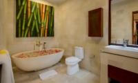 Romantic Bathtub Set Up - Villa Istana Satu - Seminyak, Bali