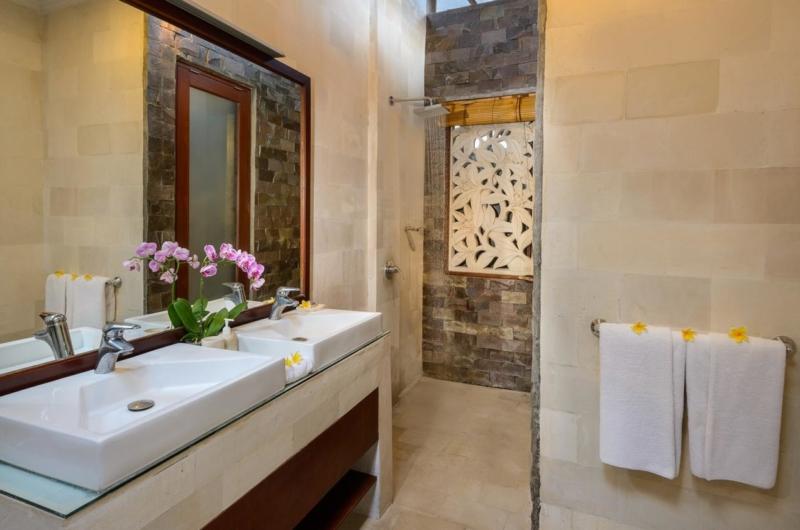 His and Hers Bathroom - Villa Istana Satu - Seminyak, Bali