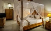 Bedroom with TV - Villa Istana Satu - Seminyak, Bali