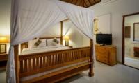 Four Poster Bed with TV - Villa Istana Satu - Seminyak, Bali