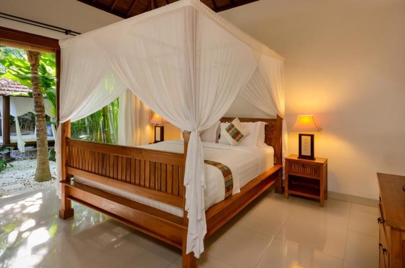 Four Poster Bed with Garden View - Villa Istana Satu - Seminyak, Bali