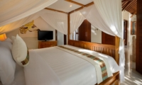 Four Poster Bed with Mosquito Net - Villa Istana Satu - Seminyak, Bali