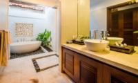 Bathtub - Villa Jaclan - Seminyak, Bali
