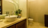 Bathroom with Mirror - Villa Jaclan - Seminyak, Bali