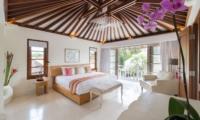 Bedroom with Seating Area - Villa Jajaliluna - Seminyak, Bali