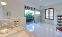 Bathroom with Shower - Villa Jajaliluna - Seminyak, Bali