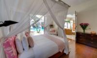 Bedroom with Wooden Floor - Villa Jajaliluna - Seminyak, Bali
