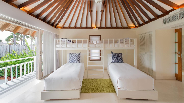 Twin Bedroom with Bunk Beds - Villa Jajaliluna - Seminyak, Bali