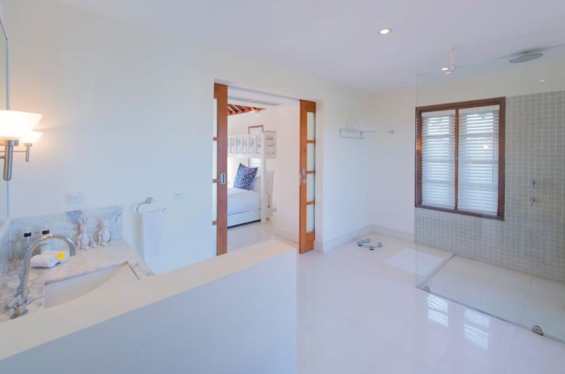 Spacious Bathroom - Villa Jajaliluna - Seminyak, Bali