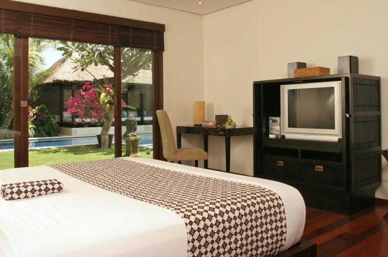 Bedroom with Study Table and TV - Villa Jemma - Seminyak, Bali