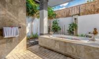 Bathroom with Bathtub - Villa Jepun Residence - Seminyak, Bali