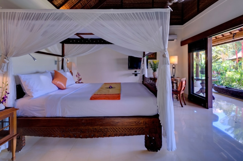 Bedroom and Balcony - Villa Kakatua - Canggu, Bali