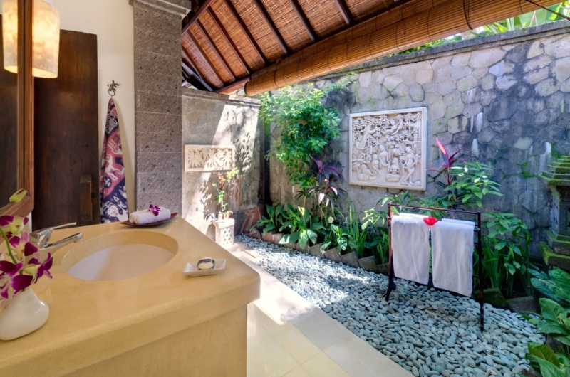 Semi Open Bathroom - Villa Kakatua - Canggu, Bali