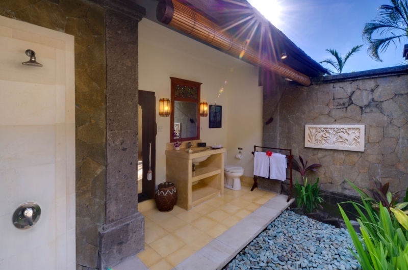 Semi Open Bathroom with Shower - Villa Kakatua - Canggu, Bali