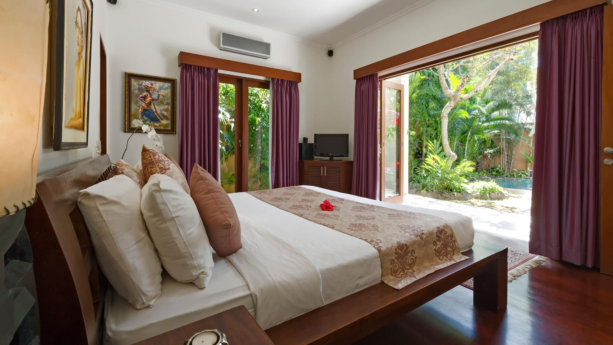 Bedroom with TV - Villa Kalimaya Four - Seminyak, Bali