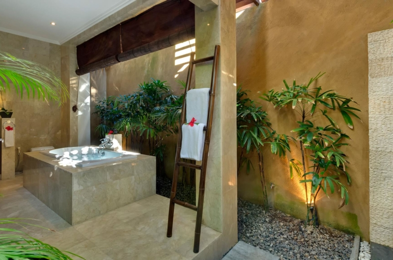Bathroom with Bathtub - Villa Kalimaya Four - Seminyak, Bali