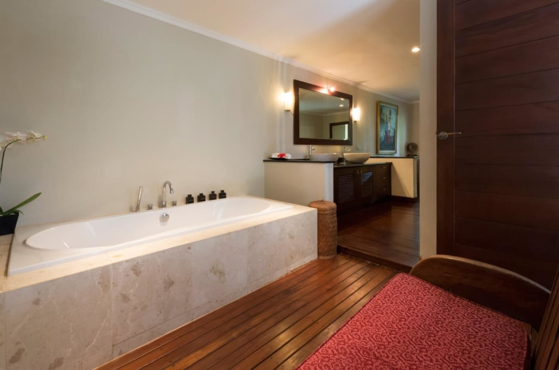 Bathroom with Bathtub - Villa Kalimaya One - Seminyak, Bali