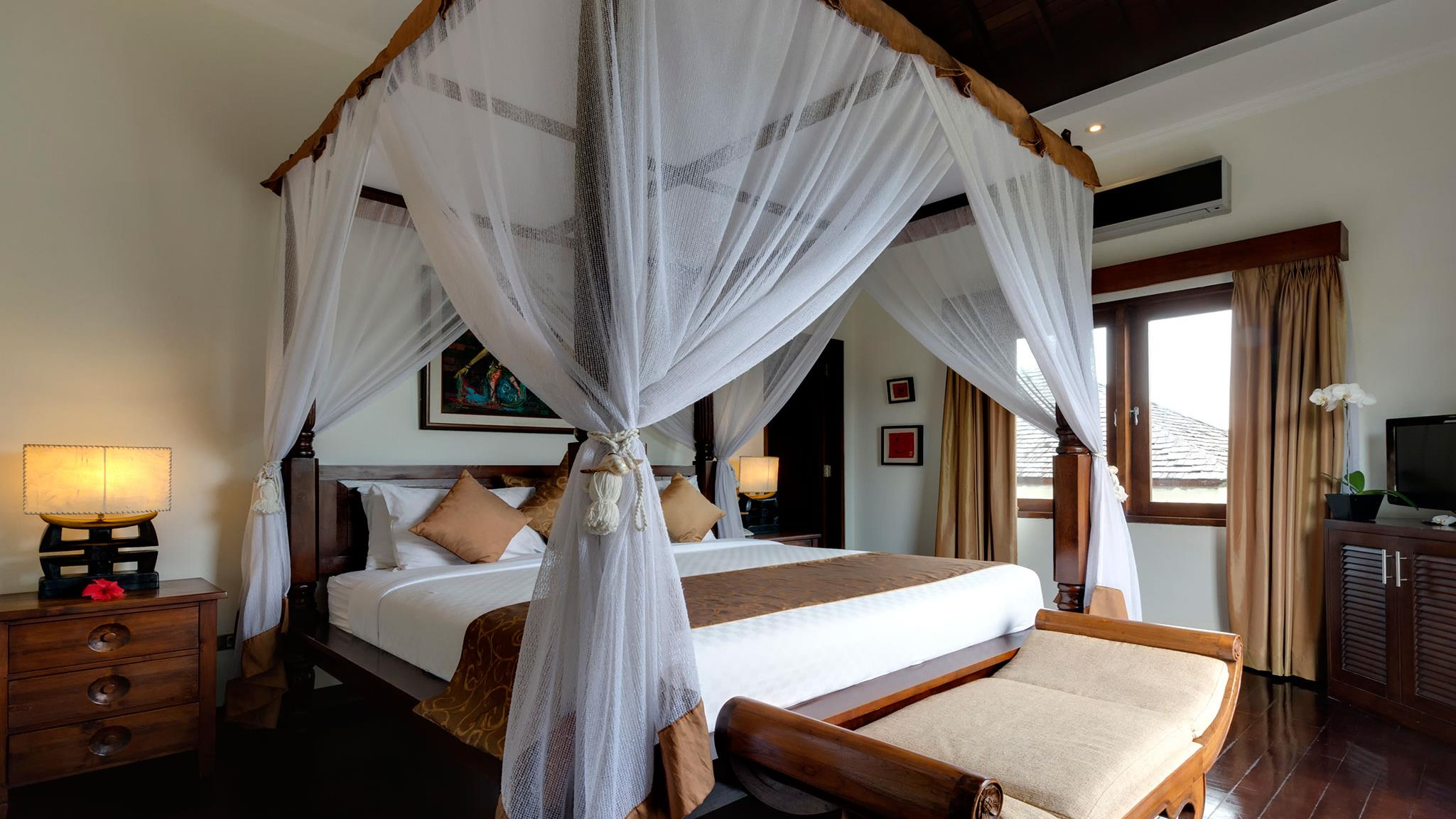 Four Poster Bed with TV - Villa Kalimaya Two - Seminyak, Bali