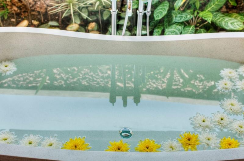 Bathtub - Villa Kalimaya Two - Seminyak, Bali