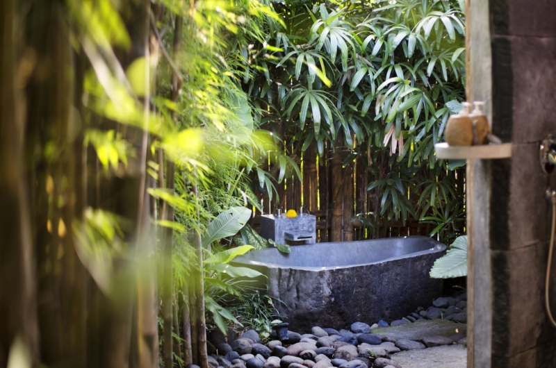 Outdoor Bathtub - Villa Kalua - Umalas, Bali