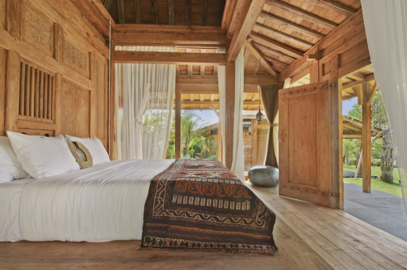 Bedroom with Wooden Floor - Villa Kalua - Umalas, Bali