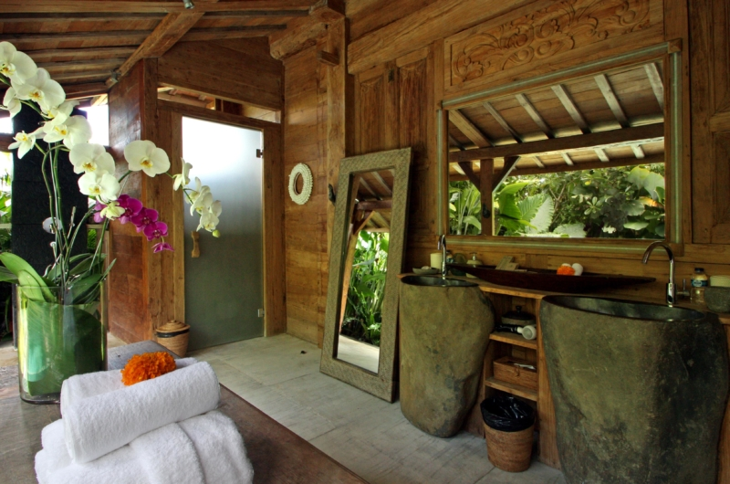 His and Hers Bathroom with Mirror - Villa Kalua - Umalas, Bali