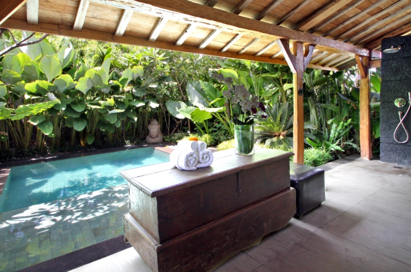 En-Suite Bathroom by Pool Side - Villa Kalua - Umalas, Bali