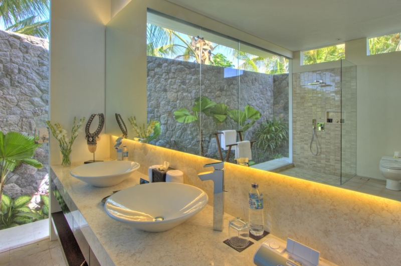 En-Suite His and Hers Bathroom - Villa Kalyani - Canggu, Bali