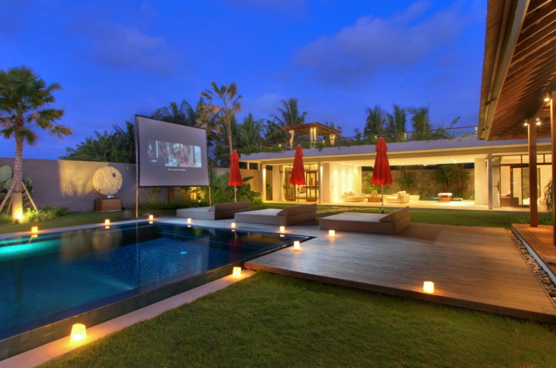 Sun Beds with Projector - Villa Kalyani - Canggu, Bali