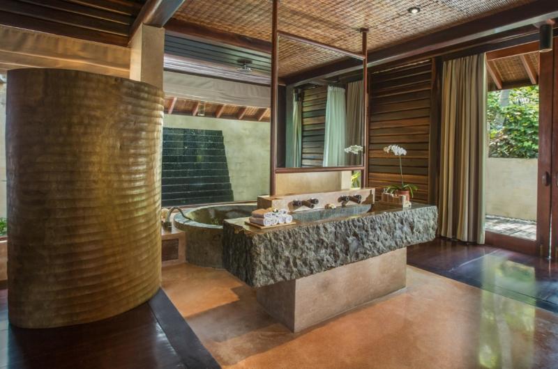 En-Suite Bathroom with Bathtub - Villa Kamaniiya - Ubud, Bali
