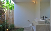 Semi Open Bathroom - Villa Kami - Canggu, Bali