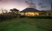 Lawns - Villa Karang Dua - Uluwatu, Bali